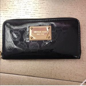 Michael kors wallet. $100 off, TODAY ONLY